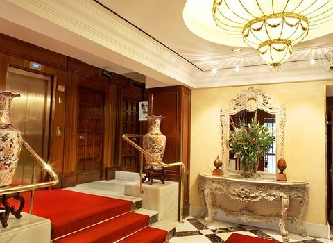 The 4-star hotel has a classical and comfortable decoration